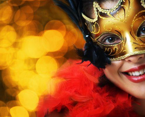 188387_usmiechnieta-kobieta-maska-karnawal